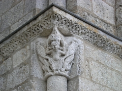 Eglise Saint-Michel - Deutsch: Kirche Saint-Michel in Lescure-d'Albigeois, Kapitell an der linken Ecke der Portalfront