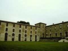 Ancienne église Saint-Martin - Français:   Cour de l\'abbaye-école de Sorèze (Tarn)