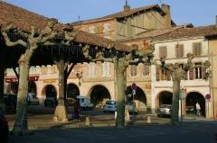 Halle -  Halle et place de Beaumont-de-Lomagne