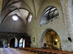 Eglise Saint-Jean-Baptiste - Français:   Caylus - Église Saint-Jean-Baptiste - Entrée principale, tribune et chapelles latérales superposées