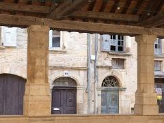 Halles - Français:   Halle de Caylus (détail)
