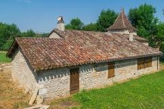 Château de Cas - English: Outbuildings at the Castle of Cas, commune of Espinas, Tarn-et-Garonne, France