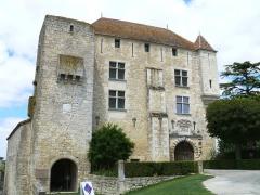Château de Gramont - Français:   Château de Gramont (Tarn-et-Garonne) - Façade de l\'entrée