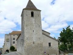 Château de Gramont - Français:   Château de Gramont (Tarn-et-Garonne) - L\'église et le château