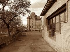 Ancien palais épiscopal, ancien Hôtel de ville, actuellement musée Ingres - (Montauban, Tarn-et-Garonne, Midi-Pyrénées, France) - Le Musée Ingres vu depuis l'Impasse des Carmes.