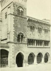 Ancien hôtel de ville -  HOTEL DE VILLE DE SAINT-ANTONIN (TARN ET-GARONNE . Construit au début du XIII siècle (la tour de gauche est postérieure). Arcs en tiers-point aux ouvertures du rez-de-chaussée, en plein-cintre aux étages. Chapiteaux «historiés» a la galerie du premier étage. <a href=