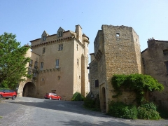 Doyenné (ancien logis abbatial dit château) - Français:   Logis abbatial/Porte fortifiée, Varen
