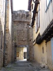 Porte fortifiée - Français:   Varen - Porte fortifiée côté ruelle du village