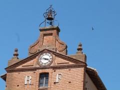 Tour de l'Horloge - Français:   Fronton de la Tour de l\'Horloge à Verdun-sur-Garonne