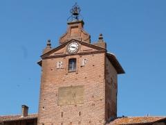 Tour de l'Horloge - Français:   Fronton et cadran solaire de la Tour de l\'Horloge (Verdun-sur-Garonne)