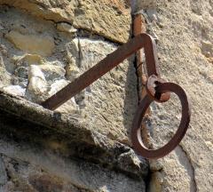 Maison aux anneaux de fer - Français:   Bruniquel - Maison aux anneaux de fer - Anneau de fer porte-banne