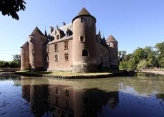 Château - Deutsch: Schloss Ainay-le-Vieil im französischen Département Cher - Aussenansicht