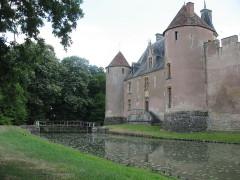 Château - Deutsch: Schloss Ainay-le-Vieil