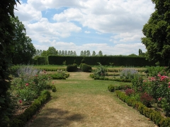 Château - English: Garden of the Château d'Ainay-le-Vieil