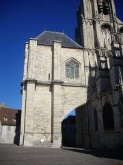 Cathédrale Saint-Etienne - Flanc sud de la cathédrale Saint-Étienne de Bourges (Cher, France), tour sud-ouest