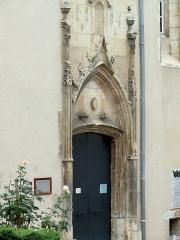 Enclos Sainte-Jeanne - Français:   Bourges - Couvent de l\'Annonciade - Porte de la chapelle