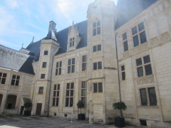Hôtel ou Palais Jacques-Coeur - This building is classé au titre des Monuments Historiques. It is indexed in the Base Mérimée, a database of architectural heritage maintained by the French Ministry of Culture,under the reference PA00096686 .