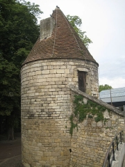 Ancienne tour à poudre - English: Powder storage tower in Bourges, France