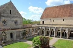 Ancienne abbaye de Noirlac - Cloître de l'Abbaye de Noirlac (Cher)