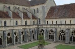 Ancienne abbaye de Noirlac - Le cloître et l'abbatiale de Noirlac (Bruère-Allichamps, Centre, France)