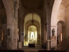 Eglise Saint-Blaise - Deutsch: Kirche Saint-Blaise in der Ortschaft La Celle im französischen Département Cher - Innenraum, Chor und Apsis