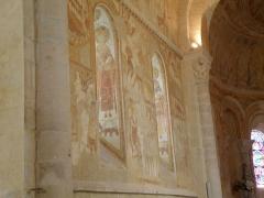 Eglise Saint-Martin - Français:   Église Saint-Éloi, le mur nord du chœur avec les fresques et deux saints