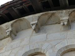 Eglise Saint-Martin - Français:   Modillons corniche église Chalivoy