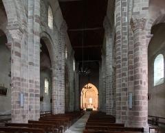 Eglise Saint-Genès (anciennement église prieurale Saint-Etienne) - Deutsch: Romanische Kirche Saint-Genès in Châteaumeillant im französischen Département Cher - Kircheninnenraum