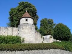 Anciennes fortifications urbaines -  remparts de Dun/Auron