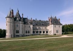 Château de la Verrerie - Deutsch: Schloss La Verrerie im französischen Département Cher - Parkseite
