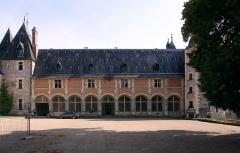 Château de la Verrerie - Deutsch: Schloss La Verrerie im französischen Département Cher - Wohngebäude mit Galerie