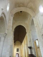 Abbaye Saint-Martin de Plaimpied - Français:   nef vue du choeur