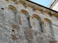 Abbaye Saint-Martin de Plaimpied - Français:   chevet arcatures aveugles