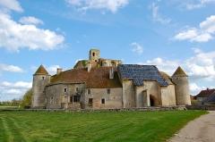 Ruines du château -  Château De Sagonne, Cher, Centre, France