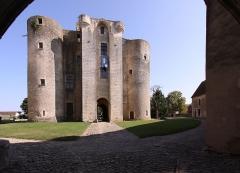 Ruines du château - Deutsch: Burg Sagonne im französischen Département Cher - Donjon