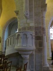 Eglise Saint-Amand - Français:   Chaire en pierre dans la nef