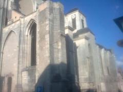 Eglise Saint-Pierre - English: abbbatiale Saint-Guinefort  Saint satur: vue from the street
