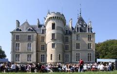 Château de Maupas - Deutsch: Schloss Maupas im französischen Département Cher - Parkseite