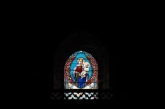 Eglise Notre-Dame - Deutsch: Katholische Pfarrkirche Notre-Dame in Bû im Département Eure-et-Loir (Centre-Val de Loire/Frankreich), Bleiglasfenster, Darstellung: Madonna mit Kind