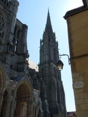 Cathédrale Notre-Dame - Français:   Ref MH PA00096993 Flèche nord de la cathédrale de Chartres, dans le style gothique flamboyant. Tour dite du clocher neuf initialement construite entre 1134 et 1150, puis reconstruite par Jehan de Beauce de 1507 à 1513. Haute de 115,18m, elle fait partie des plus hautes flèches de France.