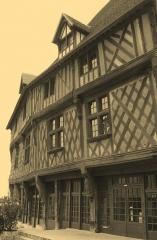 Maison du Saumon - Čeština: Gotický dům v Chartres