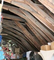Maison dite Maison de la Voûte, ancien grenier à sel - Français:   Chartres, Maison de la Voûte. Charpente à chevrons-portant-ferme, consolidations par moises.