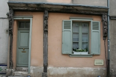 Maison - English: House of 15th - 16th century in Chartres (see location) with ancient wooden poles