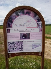 Ancien aqueduc de Pontgouin à Versailles (également sur communes de Berchères-Saint-Germain et Pontgouin) - Français:   Panneau informatif - Canal Louis XIV - Terrasses et Grande voûte