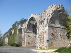 Ancien aqueduc de Pontgouin à Versailles (également sur communes de Berchères-Saint-Germain et Pontgouin) - Français:   Aqueduc de Maintenon