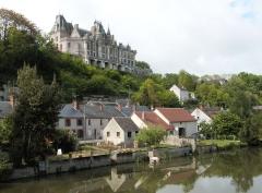 Château, actuellement musée agricole - Deutsch: Schloss Montigny-le-Gannelon, Département Eure-et-Loir/Frankreich - Das Schloss hoch über dem Loir