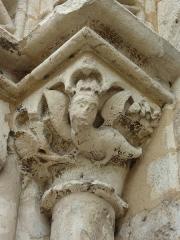 Eglise Notre-Dame - Deutsch: Kirche Notre-Dame in Nogent-le-Rotrou im Département Eure-et-Loir (Centre-Val de Loire/Frankreich), Kapitell am Westportals
