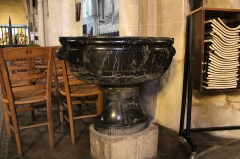 Eglise Notre-Dame - English: A holy water font inside Notre-Dame Church, in Nogent-le-Rotrou, Eure-et-Loir, France.