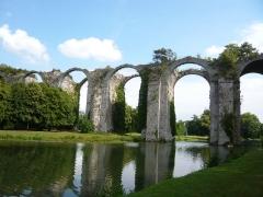Ancien aqueduc de Pontgouin à Versailles (également sur communes de Maintenon et Berchères-Saint-Germain) - Français:   aqueduc du château de Maintenon, Eure-et-Loir, France.