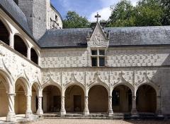 Château d'Argy - Deutsch: Schloss Argy im französischen Departement Indre - Galerie und mit Initialen verzierte Fassade